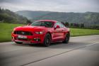 Ford Mustang rot Fahraufnahme