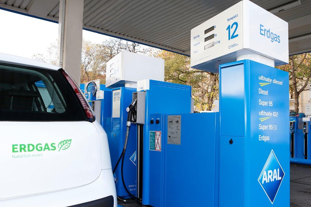 Die Auftankungen das Benzin in spb lukojl