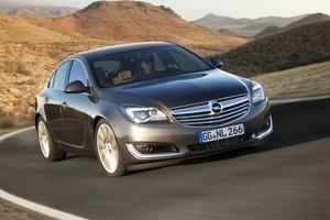 Opel Insignia fahrt