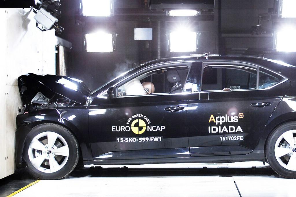 Euro NCAP Crashtest: Neuer Skoda Superb erzielt Bestwertung mit fünf Sternen.