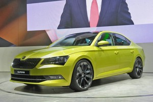 Skoda Superb grün