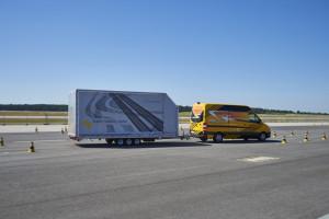 Mercedes Transporter mit Anhänger