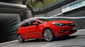 2015 Opel Astra im Windkanal