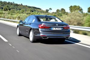 BMW 730d Baureihe G11, Fahraufnahme, Heck