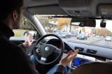 Autonomes Fahren: Fahren ohne Hände m Lednkrad - noch lange illegal.