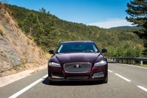 Jaguar XF, Frontansicht, Fahraufnahme