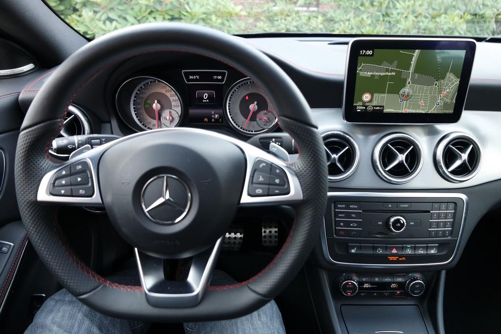 Mercedes Cla 250 >> Galerie: Mercedes-Benz CLA 250 4Matic Shooting Brake, Cockpit | Bilder und Fotos