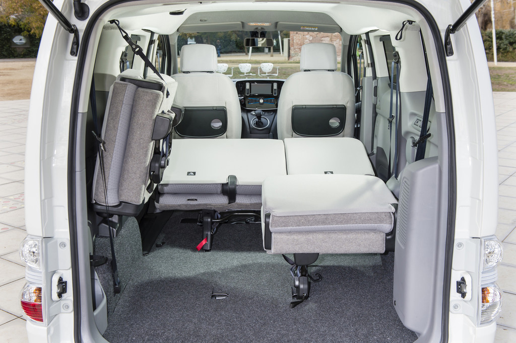 galerie nissan e nv200 evalia umklappen der sitze bilder und fotos. Black Bedroom Furniture Sets. Home Design Ideas