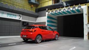 Opel Astra im Windkanal